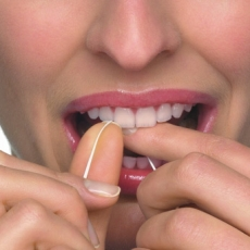A Guide To Flossing Your Teeth